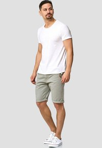 INDICODE JEANS - CASUAL FIT - Shorts - light grey - 1