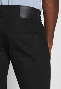 INDICODE JEANS - KADEN - Denim shorts - ultra black - 3