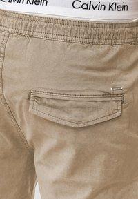 INDICODE JEANS - KELOWNA - Shorts - white pepper - 3