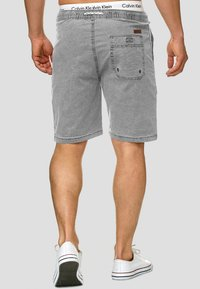 INDICODE JEANS - Shorts - light grey - 2