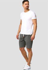 INDICODE JEANS - Shorts - dark grey - 1