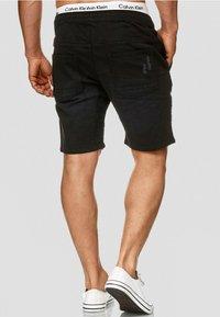 INDICODE JEANS - MIT ELASTISC - Denim shorts - black - 1