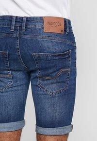 INDICODE JEANS - KADEN HOLES - Shorts di jeans - medium indigo - 2