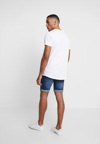 INDICODE JEANS - KADEN HOLES - Shorts di jeans - medium indigo - 3