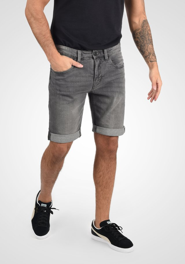 QUENTIN - Denim shorts - light grey