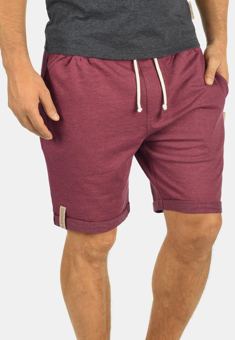 INDICODE JEANS - IAN - Shorts - wine