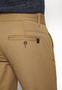 INDICODE JEANS - EXCLUSIVE STELLAN 2 PACK - Shorts - black / amber - 5