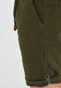 INDICODE JEANS - Short - dark olive - 4