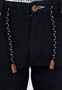 INDICODE JEANS - Shorts - black - 4