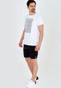 INDICODE JEANS - Shorts - black - 1