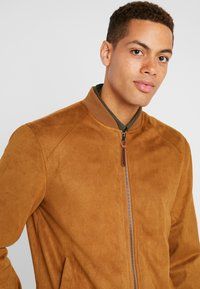 INDICODE JEANS - FORT WAYNE - Faux leather jacket - camel - 4