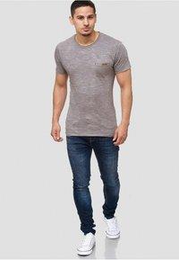 INDICODE JEANS - Print T-shirt - light grey - 1