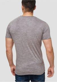 INDICODE JEANS - Print T-shirt - light grey - 2