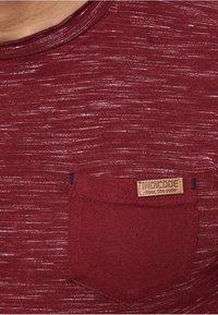 INDICODE JEANS - Print T-shirt - bordeaux - 3