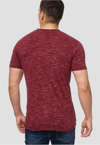 INDICODE JEANS - Print T-shirt - bordeaux - 2