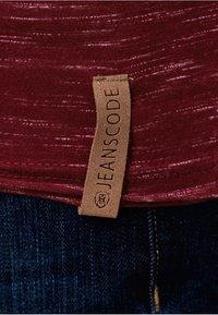 INDICODE JEANS - Print T-shirt - bordeaux - 4