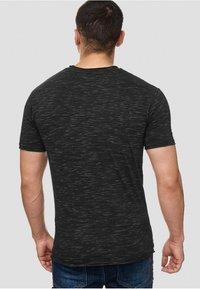 INDICODE JEANS - Print T-shirt - black - 2