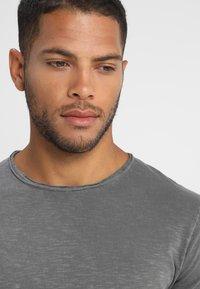 INDICODE JEANS - ALAIN - Basic T-shirt - pewter - 5