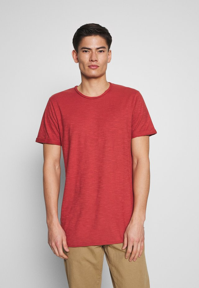 ALAIN - Basic T-shirt - red ochre