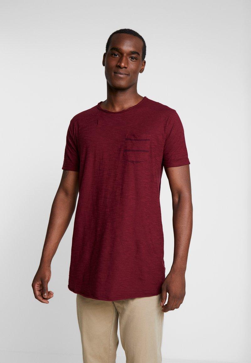 INDICODE JEANS - VILLENEUVE - T-shirt med print - bordeaux