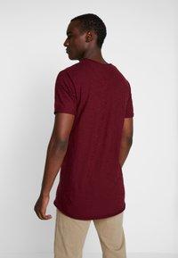 INDICODE JEANS - VILLENEUVE - T-shirt med print - bordeaux - 2