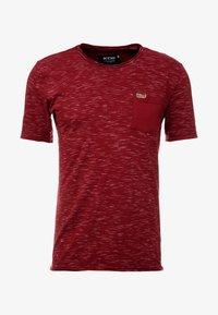 INDICODE JEANS - HULSA - T-shirt imprimé - bordeaux - 3