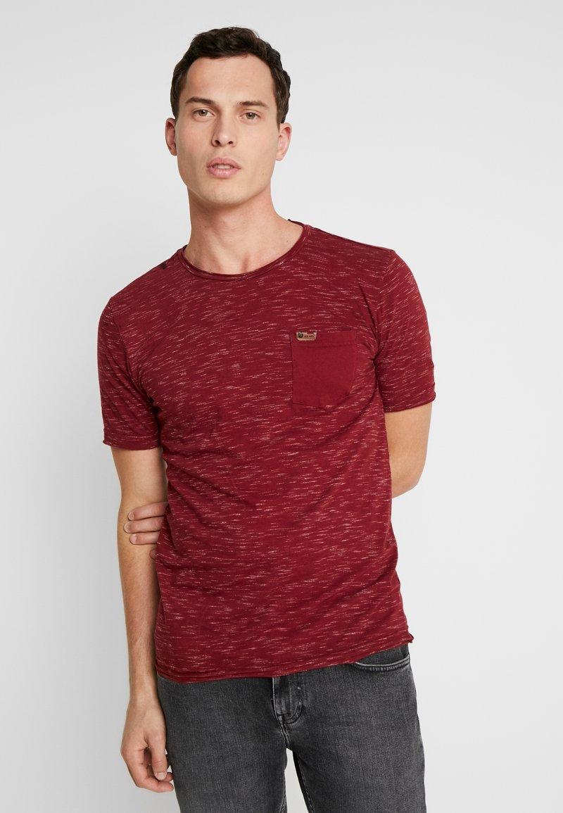 INDICODE JEANS - HULSA - T-shirt imprimé - bordeaux