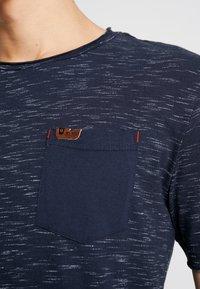 INDICODE JEANS - HULSA - T-shirt print - navy - 5