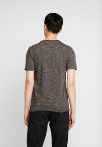 INDICODE JEANS - HULSA - T-shirt print - charcoal mix - 2