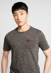 INDICODE JEANS - HULSA - T-shirt print - charcoal mix - 3