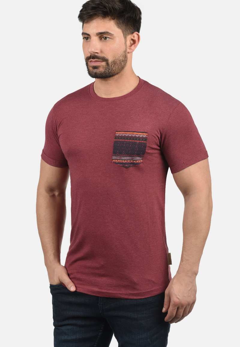 INDICODE JEANS - PAXTON - Print T-shirt - wine
