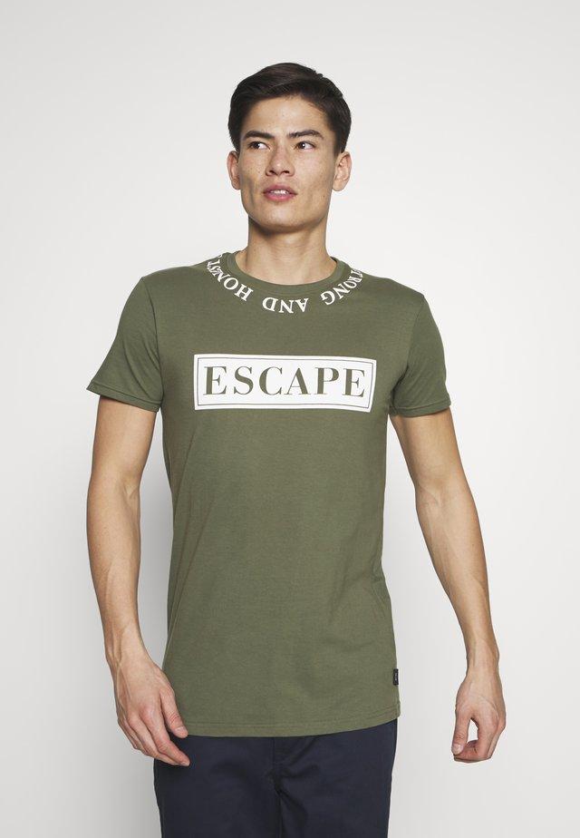 KAST - Print T-shirt - cypress