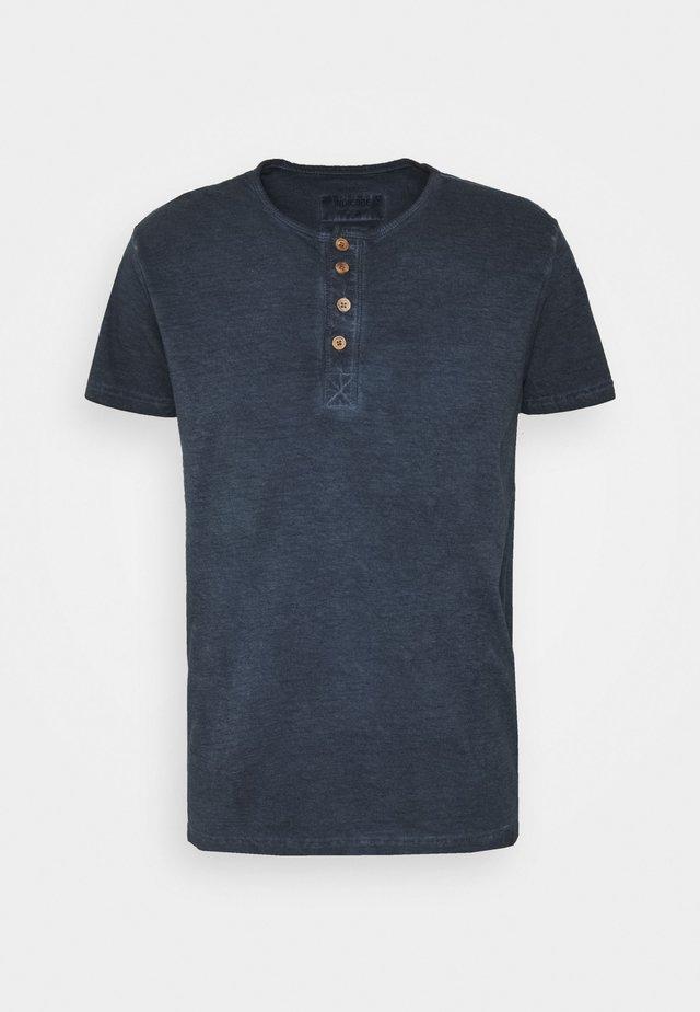 KESWICK - T-shirts - navy