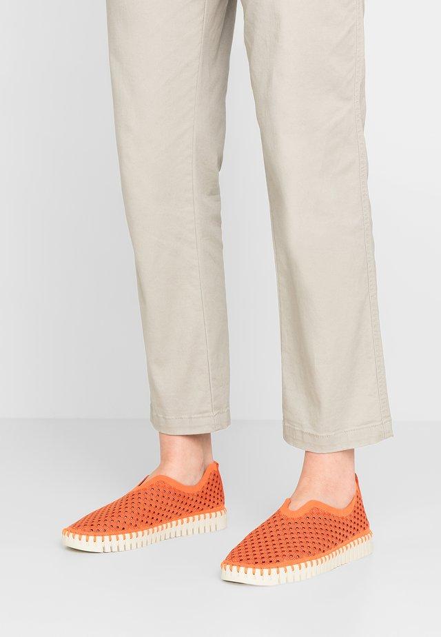 Slip-ons - orange