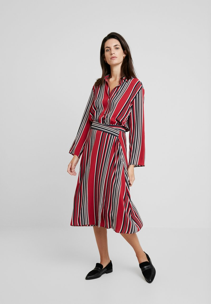 Ilse Jacobsen - DRESS - Blusenkleid - rhubarb