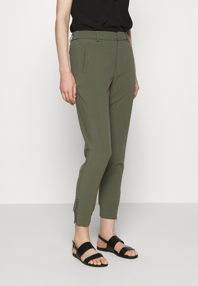 NICA PANTS - Bukse - beetle green