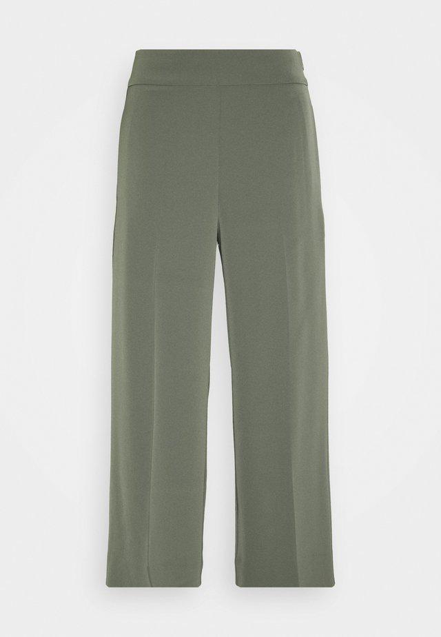 ZHEN CULOTTE PANT - Bukse - beetle green
