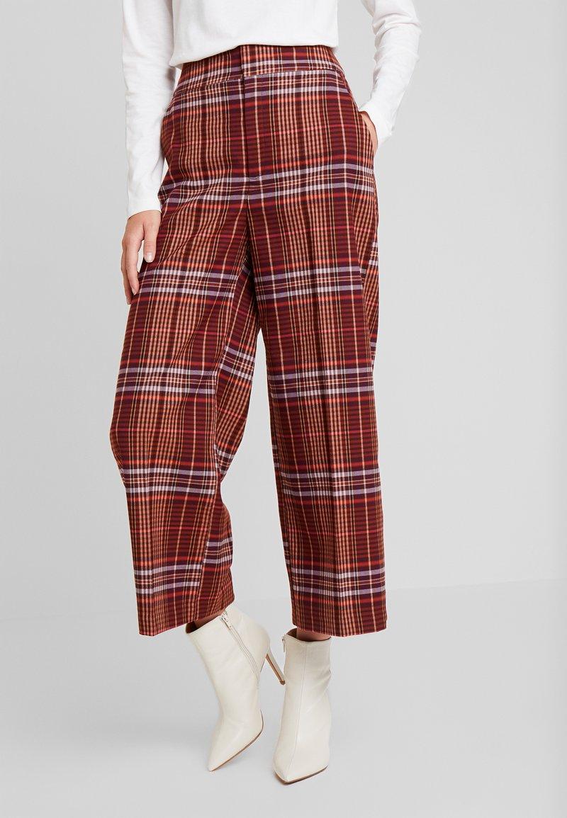 InWear - JAEL CULOTTE PANT - Pantalon classique - bitter chocolate