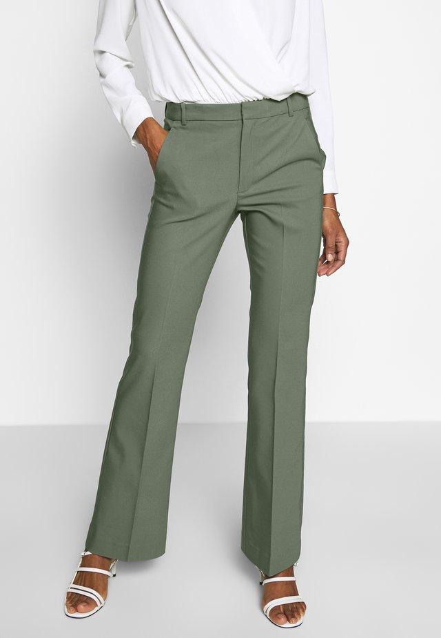 ZELLAIW BOOTCUT PANTS - Broek - beetle green