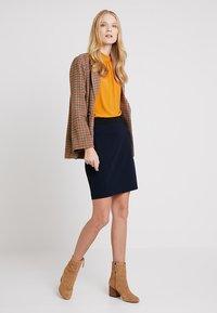 InWear - NIRA SKIRT - Blyantnederdel / pencil skirts - marine blue - 1