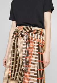 InWear - HANNE ILSA SKIRT - A-snit nederdel/ A-formede nederdele - camel multi check and stripe - 3