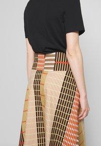 InWear - HANNE ILSA SKIRT - A-snit nederdel/ A-formede nederdele - camel multi check and stripe - 5