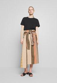 InWear - HANNE ILSA SKIRT - A-snit nederdel/ A-formede nederdele - camel multi check and stripe - 1