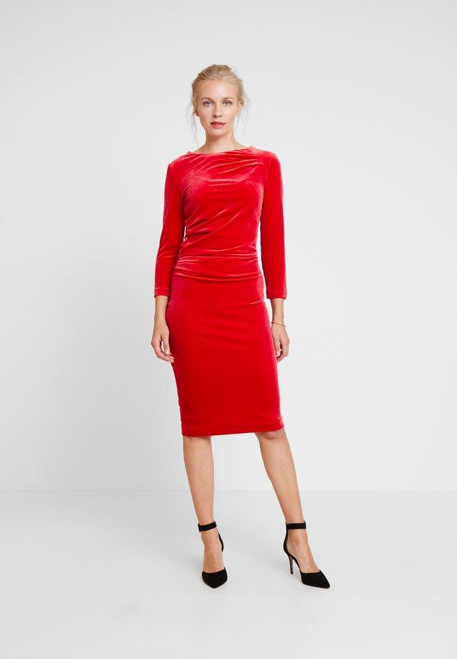 NISAS DRESS - Etuikleid - real red