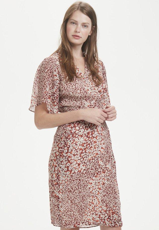 TALLYIW  - Korte jurk - russet brown