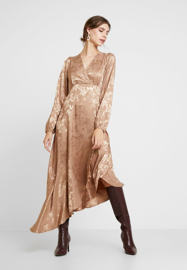 RAJAIW DRESS - Maxikleid - warm camel