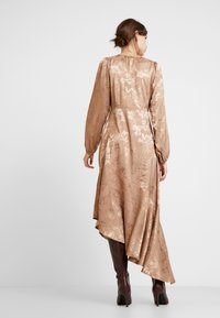 InWear - RAJAIW DRESS - Maksimekko - warm camel - 3