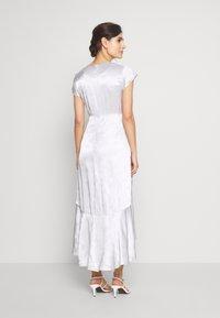 InWear - ROSEMARYIW DRESS - Denní šaty - silver - 2