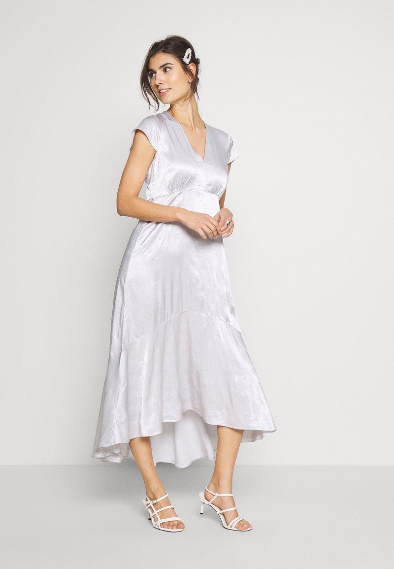 InWear - ROSEMARYIW DRESS - Denní šaty - silver