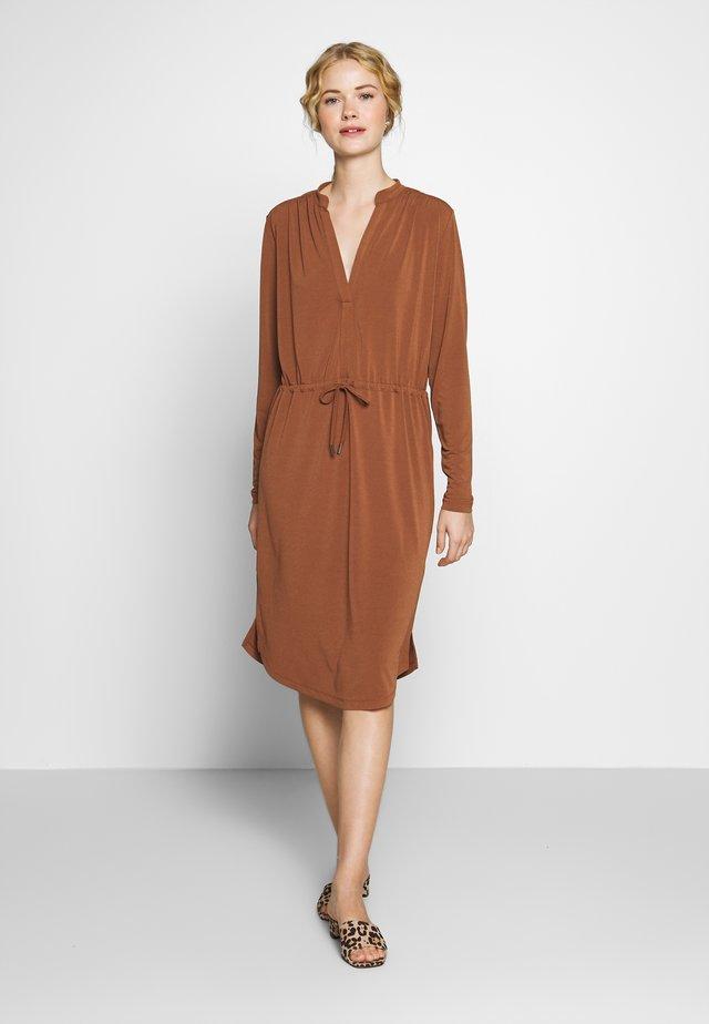 ALANAIW DRESS - Korte jurk - cinnemon